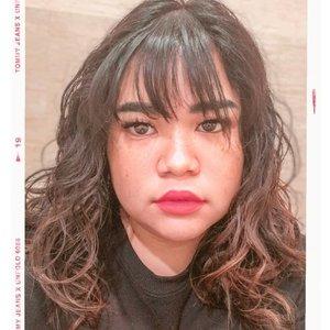 When u berusaha tetap eksis padahal sudah nyaris terkapar 👌💉 tyda butuh blush on karena pipi dah merah akibat demam 😂  Rambut asli. Tapi bulumata indahnya penuh kepalsuan 😌. #makeup #beauty #makeupaddict #makeupjunkie #motd #makeuplover  #instamakeup #wakeupandmakeup #clozetteid  #tasyamakeuppreference #beautysocietycollabreview #beautychannelid #beautybloggerindonesia #bloggerceria #ragamkecantikan #tampilcantik #indonesianbeautyblogger #indobeautysquad #beautybloggertangerang #bloggermafia  #kbbvfeatured  #monolidmakeup