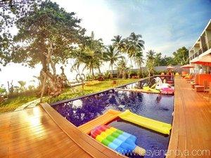 Besok- besok kalo foto emang harus ada gue nya di frame. Karena watermark bisa di crop, sedangkan kalo photoshop manusia, biasanya masih ada bekasnya 😑. · · #holiday #relax #funtime #travel #instatravel #travelgram #tourist #tourism #vacation #travelling #trip #clozetteid #beachresort #beachside #sunsets #sunset_ig #sunsetsky #sunsethub #sunsetbythesea #sunsetbythepool #chillin #chillax #chillinbythepool #landscape #landscapephotography