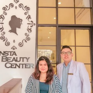 """#latepost Beauty Treatment at  @instabeautycenter with Dr. Alberto Kosasih!  I was having 10 kind of facial treatment such as : - Red Carpet Oxygen Facial - Hollywood Hydrapeel - Radio Frequency - Deep Comedo Peeling - Blood Circulation Massage - Black Gold Mask - Pure Oxygen Infusion - Serum Penetration - Insta Silk Peeling - Insta Glow Laser  Full review will be up on my blog soon!  Swipe left to see Before and After Picture! (Ps, : The """"AFTER"""" picture was taken after i finished 8 treatments, excluding Insta silk peeling + insta glow laser. Final result will be posted on my blog!) #makeup #beauty #makeupaddict #makeupjunkie #motd #makeuplover  #instamakeup #skincare #skincareaddict #skincareaddiction #skincareproducts  #wakeupandmakeup #clozetteid  #tasyamakeuppreference #beautychannelid #beautybloggerindonesia #bloggerceria #ragamkecantikan #tampilcantik #indonesianbeautyblogger #indobeautysquad #beautybloggertangerang #bloggermafia  #kbbvfeatured"""