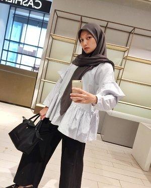 Outfit ternyaman tetep lah yah @irmahakim_id dan aku baru aja nemuin culotte sama scarf ternyaman dari @intanfahillaid and @apriliaid 🖤 Ini celana cuci kering pake si wk. Kerudung pengen punya semua warna rasanya @faizalhaidar *eh kok tag kamu ya 😜 #clozetteid #clozette
