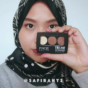 Easy eye makeup tutorial! 👀Buat mata terlihat lebih cantik dengan makeup mata yang simple😉. Aku pakai @facerecipe Tri Me Eyeshadow shade no 3 untuk membuat mata terlihat lebih tajam 👌 Eyeshadow ini lagi diskon, harganya hanya Rp47.500 dari Rp110.000 kalau kamu beli di @gogobliindonesia 😳 Cek diskon lainnya dari gogobli di gogobli.com ya 🤗..#👀 #👁 #clozetteid #beautyvideo #makeupvideo #eyemakeup #beautyandfashion #eyeshadow #tutorials #sale #blackfridaysale #kbbvmember #tampilcantik #facerecipe #eyeshadowmurah #diskon #eyeshadowdiskon #tribepost @clozetteid @bandungbeautyblogger @makeup__videosss @tampilcantik