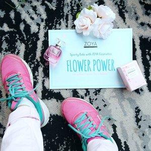 Biasanya kalo olahraga sendirian doang, di kamar pula. Jadi bodo amatlah mau bau keringet juga ga ada orang yang notice😂 Tapi sekarang ini aku lagi di acara Sporty Date with @zoyacosmetics, abis zumba sejam lalu ga pede. Menghadapi banyak orang, dengan bau badan😝 Untungnya ada EDT Blossom dari @zoyacosmetics 🌹 wanginya bikin pede balik lagi~ #FlowerPowerZoyaCosmetics #Clozetteid #beautyandfashion