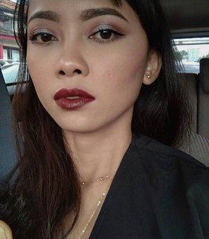 Makeupnya lama, abis itu dihapus karena mau main-main sama skincare dr @cliniqueindonesia 😂😂. Tapi aku suka bold red 💋💋 . #maybelline Stay Matte Ink 'Voyager' . #motd #selfmakeup #beautygoersid  #tampilcantik #inspirasicantik #inspirasimakeup #ragamkecantikan #raramaharaniselftouch #makeupjunkie #makeupaddict #bunnyneedsmakeup #MaybellineIndonesia #staymattelips #redlips #boldlips #lipstickaddict #clozetteid #clozette