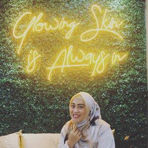 Yes, indeed! Glowing skin is always in beb 😎😍 #clozetteid #andiyaniachmad #beautyclinicjakarta #skincareroutine #lifestyleblogger #tuesdaymood