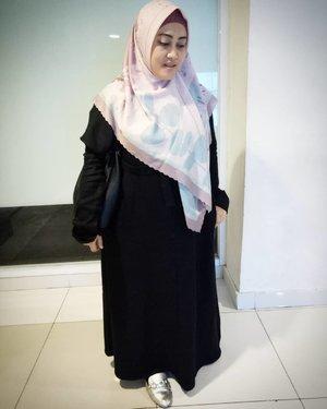 🌸🙈 #tapfordetails #clozetteid #ootdfashion #hijabootdindo #hijabstyle #styleblogger #stylehasnosize #stylediary #andiyaniachmad #saturdayvibes #fashionstyle #modestfashion #ootdhijabnusantara