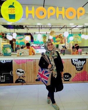 Happy banget ketemu @hophop_indo hanya untuk icip ferero drink yang enaaakkk banget 💋💋💋 #hophop #hophopindo #ootdhijab #ootd #stylediary #andiyanipics #happyface #mykindofwednesday #officestyle #socialmediamarketing #fashionhijab #milkteabunda #workingmom #clozetteid #clozettehijab #hijabstyleindonesia