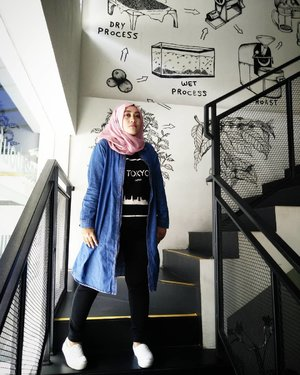 'No one is you and that is your super power, beb' 😉💃 #clozetteid #saturdaystyle #hijabstyle #hijabfashion #ootdhijab #blessed🙏 #alhamdulillah #thankful #believeinyourself #andiyaniachmad #denimshirt #casualstyle
