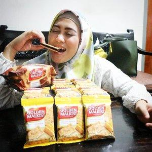 It's ngemil time! Favoritku itu #GoldenMalkist cokelat yang rasanya gurih, renyah & manisnya pas 😍 makin enak kalo minumnya teh manis anget atau kopi susu. Hmm yummy! @nissingolden #RasanyaMemukau 😉#snackingtime #ngemilenak #camilansehat #andiyaniachmad #clozetteid #lifestyleblogger