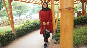No need for revenge. Those who hurt you will eventually screw themselves up. And if you're lucky, God will let you watch #DamnItsTrue#clozetteid #red #ootd #hijabfashion #hijabootdindo #styleblogger #stylediary #andiyaniachmad #saturdayvibes