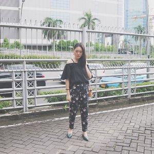 """For now I'm just"" 🌸✖️🌵 • • • #ootdmagazine @ootdmagazine #cgstreetstyle @cosmogirl_ind #ggrep #ggrepstyle @gogirlmagz #wearetothe9s @wearetothe9s  #fashionpost #ootd #fashioninfluencer #vlogger #minimalism #clozetteid #패션 #fashion #instafashion #streetstyle #asian #girl #fashionblogger #instaootd #fashionpeople #blogger #패션모델 #블로거 #스트리트스타일 #스트리트패션 #스트릿패션 #스트릿룩 #스트릿스타일 #패션블로거"