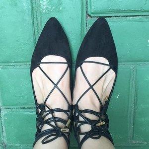 Balerina tidak harus selalu terlihat girly. Sepatu milik #Clozetter @chikanadya ini terlihat unik dan edgy! Sepatu apa lagi ya yang sedang tren? Yuk lihat di sini bit.ly/clozetteshoes  #ClozetteID #fashion #outfitinspiration #instafashion #clothes #instalook #outfit #ootd #portrait #clothing #style #look #lookbook #lookoftheday #outfitoftheday #ootd #stylish #instaoutfit #fashionjunkie #accessories #dainty #edgystyle #sneakers #minimalist
