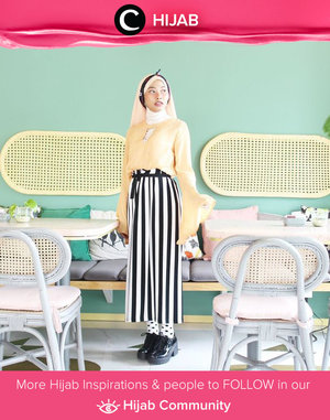 Mix your favorite black and white clothes with pop-up color like Star Clozetter @Rimasuwarjono. Perfect for a weekend picnic! Simak inspirasi gaya Hijab dari para Clozetters hari ini di Hijab Community. Yuk, share juga gaya hijab andalan kamu.