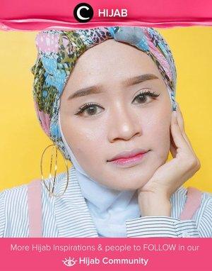 Makeup boleh minimalis, tetapi outfitmu tetap harus on point. Gaya turban bermotif dan hoop  earrings ini bisa kamu tiru, Clozetters. Simak inspirasi gaya Hijab dari para Clozetters hari ini di Hijab Community. Image shared by Clozetter : @suniims. Yuk, share juga gaya hijab andalan kamu.