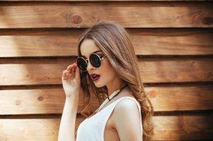 Inilah 5 Pilihan Model Kacamata yang Sesuai dengan Bentuk Wajah - Stylo.ID