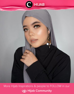 Bosan dengan gaya hjabmu? Coba tiru style Clozetter @Lylasabine dengan memakai turtle neck dan membuat model hijabnya seperti ini. Simak inspirasi gaya Hijab dari para Clozetters hari ini di Hijab Community. Yuk, share juga gaya hijab andalan kamu.
