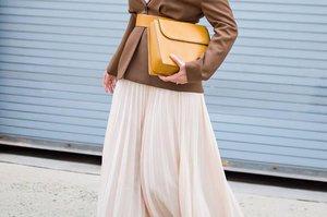 Cuma dengan 1 Pleated Skirt Bisa Bikin 5 Gaya Fashion Hijab yang Stylish! Begini Padu Padannya! - Cewekbanget.Grid.ID