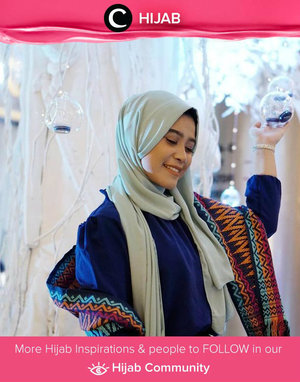 Adding a touch of pattern on your simple outfit will lift your whole look. Simak inspirasi gaya Hijab dari para Clozetters hari ini di Hijab Community. Image shared by Clozetter @ArianiRosidi. Yuk, share juga gaya hijab andalan kamu.