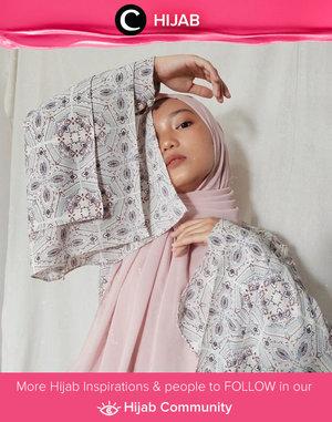 Loving this dramatic pose by Clozetter @imeldaaf. She wore Jenna Blouse by Aprilia. Simak inspirasi gaya Hijab dari para Clozetters hari ini di Hijab Community. Yuk, share juga gaya hijab andalan kamu.