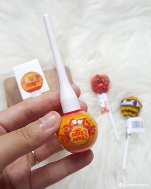 Chupa chups lollipop? No! It's chupa chups lip tint shade peach 😝 . This chupa chups liptint: 🍭 has cute packaging design 🍭 easy to use and has pretty shades 🍭 can be used from natural to bold look depend how much lip tint that used 🍭 it do transfer while eating, but the color still remaining 🍭 its not moisturizing enough on my lip so I recommend use your favourite lipbalm before using this . Full review read on fransiskawenda.blogspot.com ❤ . . #chupachups #liptint #BeautyReview #Review #ClozetteID #BloggerPerempuan