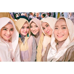 Selfie 2 📸 • Diapit temen-temen yang MasyaAllah sekalii 💞🌸 .....#helloLtru #LtruFashionShow2017 #LetsSpreadLove #selfie #hijab #hijabfashion #hijabstyle #fashion #influencer #blogger #clozette #clozetteid #ayuindriatiX3store #ayuindriati