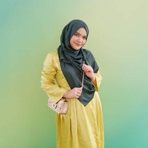 Saat badan belom kembali kurus, senyumin dulu aja lah..Pas celina naik cuma 7 kilo, abis lahiran nyusuin turun 10 kilo.Skg juga udh turun 10 kilo sih, tp kmrn naiknya 20🤣🤣🤣..#ClozetteID #green #hijab #momlife 📷: @ben_yitzhak