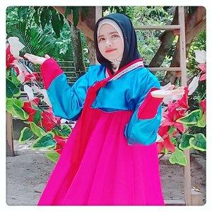 #throwback Edisi dibuang sayank 😛...#hanbokkorea#hanbokmuslim#hijabers#hijabfashion#hijabstyle#fotd#ootd#hijabworld#fashionstyle#ootd#hijaootdindo#ootdhijab#ootdinspiration#instahijab#worldootdhijab#hijabworld#fashionmuslimahmodern#zine#myzinemediakit#brandbacker#selebgramhijab#cantikbergaya#freeendorse#feelfreefeed#styleblogger#colourmehappy#simplethingsmadebeautiful#makeyousmilestyle#styleguide#Clozetteid#