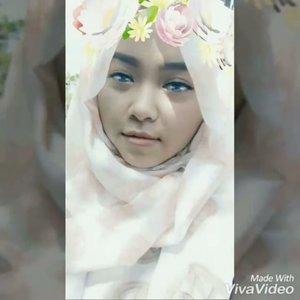 alay dikit gapapa lah ya 😂😂 . . . . . . . . . #snapchat #flowers #vivavideo #instahijab #hijab #hijabers #hijabi #clozetteid #hotd #eyeliner