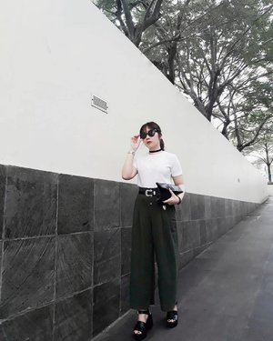 Attitude is a small thing that makes a big difference. . . . #LYKEAmbassador #clozetteid #personalstyle #styleblogger #ootd #cgstreetstyle #streetstyle #ggrepstyle #PrettyMessedUpStyle #lookbookindonesia #ootdindo