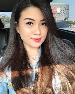 Car selfies on Sunday: best lighting 😛 Who wants my current makeup look tuts? 🙋🏻‍♀️ - - #beautybloggerindonesia #setterspace #beautyinfluencer #indobeautygram #jakartabeautyblogger #igvbeauty #beautyjunkie #beautyvlogger #beautyguru #beautyenthusiast #clozetteid