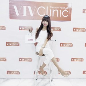 Yey — Had so much fun today at @vivclinic with @hakunamatataid and all fellas 😍 . Today, I got a chance to see a live demo of HYDROBUBBLE treatment at @vivclinic 👏🏻 This treatment is good for brightening, rejuvenation, lifting and lightening your facial skin 👌🏻 - Want to try? Come to @vivclinic (in front of Atlas sport centre) and got special 50% discount for any treatment until 13 Oct 👏🏻 - Thank you @vivclinic x @hakunamatataid for having me 🌻 . .  #hakunamatataxvivclinic #hakunamatataid #vivclinic #VivHydroBubble . . . #clozetteid  #potd  #ootd  #ootdfashion  #ootdstyle  #skinclinic  #skin  #skincare  #skincareroutine  #blogger  #bloggerstyle  #bloggerlife  #bloggersurabaya  #bloggerjakarta  #influencer