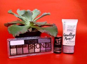 ". Catrice Insta Ready. . Kategori kedua dari lima kategori tren makeup autumn/winter 2019. Kali ini dengan beberapa item makeup yang bisa bikin makeup jadi lebih cepat, flawless, dan extra! . Its freshly up on my blog. Please visit ""The Tales of Belleza"" for more. . Thx @makeupuccino And @mybeautypedia.id . #catricexmakeupuccino #instalook  #beautygoersid #beautygoersbdg  #makeup #recomendation #eyeshadow #faceprimer #bloggerlife #bloggerreview . #clozetteid #beauty"