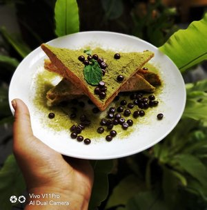 Looks very delightfull isn't it??This delicious creatures is taken with @vivo_indonesia V11 Pro. AI technology makes this meal looks very tempting and alive. Here with @vivoclub_indonesia i learn so many tips about photo graphy include to make this photo looks more beautiful..#vivoclubindonesia #JumpaVivoClub #VivoClubBandung #VivoV11pro #VivoV11 #ShotOnVivoIndonesia.#clozetteid #photography #cake