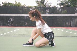 Mengikat tali sepatu supaya ga kesandung😂 • • • • • #sport #sports #sportwomen #woman #sportlife #shoes #clozetteid #olahraga