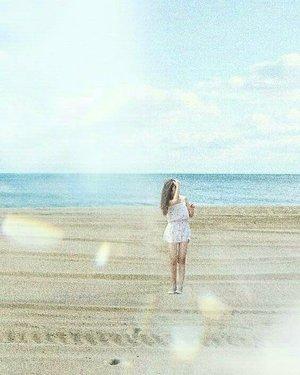 Undoubtedly amazed by this view, when expectation goes too high.  LOL 😂💙🌊............#amateur #digitalediting #digitalart #photoshop #vscocam #grain #sandyhair #beachwave #waves #lifestyle #beach #beachlife #clozetteid #clozetter #bloggerperempuan #bloggerindonesia #bloggerid #ootd #wiwt