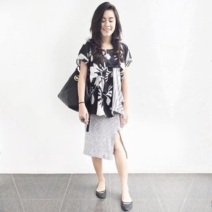 "Once I was 7 years old, my mama told me ""Go straight home from school or some bad people will kidnap you."" 😅  #monochrome #workwear #basa #whatiwear #clozetteid #ootd"