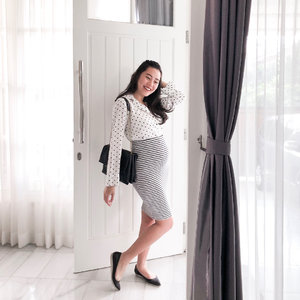 Working the bump ✌🏻 #21weekspregnant #workwear #clozetteid #ootd #whywhiteworks #shootthepeople #monochromes #indonesianblogger #lookbooklookbook #lookbookindonesia #ootdindo