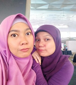 """Eleanor Roosevelt said :""""Many people will walk in and out of your life, but only true friends will leave footprints in your heart.""""........Ketemu @ewindusyah setahun sekali aja belum tentu, but we have something special between us. Apa itu? Sambel goreng 😅😆#friendship #manecis #clozetteid #lifestylebloggers #bloggerlife #hijabtravellers #lovelife #life #instaquotes #quotesoftheday #lifeisnevaflat #friend #teman #bffgoals👭 #bff"""