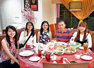 Gong Xi Fa Cai  Xin nian kuai le  #gongxifacai #xinniankuaile #fam #family #dinner #chinesenewyear #clozetteid #starclozetter #love #red