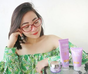 "Got the chance to try out this Malaysian skincare brand from @clozetteid thank you so much! . (More details review is UP on my blog already! Hit the link in my bio) . @clinelleid ini ternyata diformulasikan dengan konsep ""7 NOs"" dan tidak menggunakan kandungan berbahaya ; • Tanpa pewarna buatan • Tanpa pewangi buatan • Tanpa lanolin • Tanpa minyak mineral • Tanpa SD-alkohol • Tanpa kandungan komedogenic • Tanpa paraben . I almost finished the Day Cream! Tiap pagi aku pagi sebelum pemakaian sunscreen. Cleanser nya bertekstur gel dan tidak foam-y (tidak berbusa) which is good, untuk kulit keringku tidak ada tight sensation after usage. Formulanya mild jadi aman dipake am or/and pm. Night cream nya mampu lock in moisture and instantly improve the feel of skin. Formulanya juga tidak lengket sama sekali dan ALCOHOL-FREE. . #Clozetteid #skincare #ClinelleXClozetteIdReview #Clozetteidreview #RadiatetheBrightness #ClinelleIndonesia #ProtectandRevive"