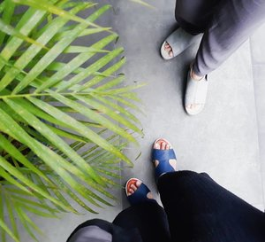 Shoes of the day👡👟. It's really comfortable wearing sandal shoes for people who like take public transportation like meeehh 🚌🚆 #pakaitransportasipublikbiargakmacet #menujujakartatidakmacet2019 😅😅...#clozetteid #ggrep #sotd #shoes #sandals #sandalshoes #fashionblogger #insviraltif #femaledaily #kbbvmember #beautynesiamember #lifestyleblogger #travelblogger #shoesoftheday #fromwhereistand #블로거 #얼짱  #라이프 #스타일 #블로거 #ライフスタイルブロガー #ブロガー #kawaii #かわいい #旅行 #旅行ブロガー#여행 #여행자 #여행스타그램