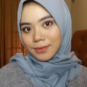 Hello gengs..Jadi produk yang aku pakai di video kemarin aku tulis disini aja ya 💐@aprilskin_korea magic snow cushion💐Jordana sculpt n go creamy contour stick💐@maybelline fit me! Concealer💐@makeoverid definition kit eyebrow💐@revlonid photoready eyeshadow💐@blpbeauty eyeshadow pen💐@wardahbeauty perfectcurl mascara💐@eminacosmetics cheeklit cream blush peach💐@wardahbeauty exclusive lip cream matte 03 see you latte💐@mizzucosmetics valipcious velvet matte Dolce💐@jacquelle_official ultra fine tone up powder#makeup #makeuplook #motd #makeuptutorials #beautygram #beautybloggers #beautyproducts #beautyblogger #beautyinfluencer #beautyenthusiast #instabeauty #clozette #clozetteid #beautiesquad