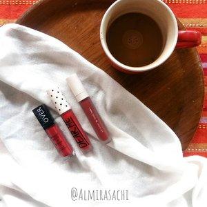 NEW POST  Hello Beauties, kali ini aku posting rekomendasi lip cream lokal nuansa RED di blog aku. Hayooo yang #TeamBold disini siapaa? Swipe untuk lihat swatch nya ya gengs.  Lebih lengkapnya, yuk mampir ke https://almirasachi.blogspot.com/2019/01/3-rekomendasi-lip-cream-lokal-nuansa-red.html atau klik link di BIO.  #flatlayoftheday #flatlays #motd #flatlay #flatlayphotography #flatlaycosmetics #flatlaystyle #beautybloggers #beautyblogger #beautyblog #beautygram #beautiesquad #beautyenthusiast #beautyinfluencer #clozette #clozetteid #dearme #makeover #blp #localbrand #lipcream #lipstick #red #indobeautyblogger #indobeautygram