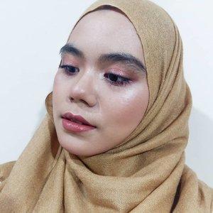 Sebentar lagi weekend nih gengs💜Gimana, udah ada rencana mengisi waktu weekend? Me time atau family time gengs?#hijab #hijabi #hijabstyle#beautygram #beautybloggers#beautyblogger #beautyblog #instabeauty #beautyaddict #clozette #clozetteid
