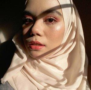 Udah beberapa hari ini, cuaca adeeem bener. Alhamdulillah💐#goldenhour ini diambil beberapa minggu yang laluu💐 Sekarang lagi gerimis2 manjaah#selfie #selca #hijab #hijabi #hijabstyle #beautygram #beautyblogger #beautybloggers #instabeauty #beautyenthusiast  #beautyinfluencer #beautyaddict #clozette #clozetteid