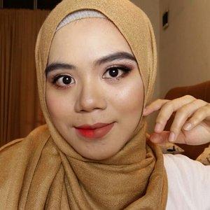 Hayoo kalian lebih ke american makeup or korean makeup?Kalo aku tergantung situasi, kalo kondangan lebih ke american makeup look, kalo sehari2 lebih ke korean look. Lebih ringan dimuka😂#clozette #clozetteid #beautygram #beautybloggers #beautyblogger #indobeautyblogger #indobeautygram #beautyenthusiast #beautyvlogger #beautiesquad #koreanlook #makeuplook #makeuplooks #instabeauty