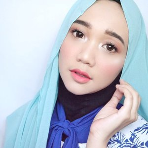 Emang deh kalau pakai softlens yang diameter nya bikin mata besar jadi keliatan lebih awet muda dan ngerasa kaya kawaii look gitu yaaa 😅 Anw, aku pakai softlense dari @zuhrasoftlens yang bikin mata keliatan lebih besar tapi tetep natural, softlens ini juga satu-satunya softlens di Indonesia yang dapat rekomendasi dari MUI loh 💁✨..#beautybloggerindonesia #indobeautygram #indobeautyvlogger #tampilcantik #indobeautysquad #hijab #hijabers #makeuphijab #makeuptutorial #makeup #makeupblogger #lakme #clozetteid #beautyvlogger #beautyvloggerindonesia #undiscovered_muas #muatribeid #nyxcosmeticsid #straighttothepoint #preciselyyours #bvlogger #bvloggerid @bvlogger.id @beautybloggerindonesia @indobeautysquad @tampilcantik @beautychannel.id