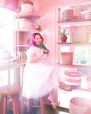 Living in my own fairytale 💕 Seneng banget main ke @rmdemangan , tempatnya super cutee! Apa lagi warnanya pink semuaaa 😍 Udah gitu, dapet 3 temen baru lagi @alshiroth @altauhid @mamat_13 yang jago banget motonya 😂 *malu aing euy* Kalo kalian demen warna pastel sih harus banget kesini! #BodyPlusIcel #BajuHalalIcel . . 📍 @rmdemangan  Jl. Demangan Baru No.19 Mrican, Caturtunggal, Kec. Depok, Kabupaten Sleman, Daerah Istimewa Yogyakarta 55281 🕰 9 pagi - 9 malem . . #visityogyakarta #goodplaceid #exploreyogyakarta #exploreyogya #wisatayogyakarta #travelblogger #clozetteid