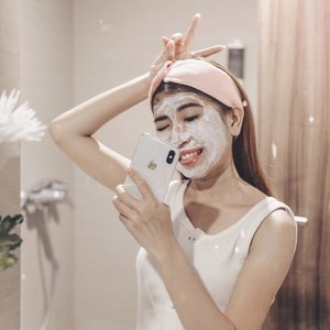 This mask from @suiskin_official makes the skin of my face feel more moist, smooth and fresh, besides how to use it is very unique and easy to apply. I feel good with this mask because it gives good results for my skin type which tends to dry.Want to try it? Take a look here http://hicharis.net/chikaliu/9lz and or click the link on my bio :)@charis_celeb@hicharis_official...#beautybloggerindo #bdgbeautyblogger #bandungbeautyblogger #ootdstyle #style #styleblogger #ootdindo #fujifilmxt20 #pursuitofportraits #bravogreatphoto #lookbook #ggrep #clozetter #clozetteid #tribepost #fashionblogger #bloggerstyle #bloggerfashion#bloggermafia #ootdfashion #ootdstyle #influencer #influencerstyle #lookbookindonesia #charisceleb
