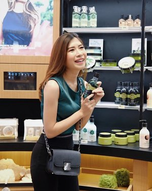 Congratulations for @thebodyshopindo Has Opened a store with a new concept , and the biggest in Indonesia. This place is very comfortable, wider and more complete, and there are many special discounts that you can try.. don't miss it!! 🍃...#thebodyshopindo #thebodyshopindonesia #beautybloggerindo #bdgbeautyblogger #beautybloggerindonesia #bandungbeautyblogger #fujifilmxa20 #ceritacantik #tribepost #ggrep #clozetter #clozetteID #skincareroutine #bloggermafia #influencer #tampilcantik #influencerstyle #charisceleb #indobeautygram