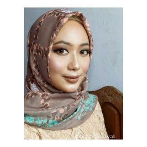 Belum ada yang baru jadi posting foto ini dlu ya... di post sebelumnya ada yang bilang mirip ka @tasyasayeed , mon maap nih. Gimana menurut kalian ? Mirip kah ? 😀 jangan ngapung ya @veramusviroh 😜😂 #makeuptime #homakeupstory #makeupbyme #makeupnude #makeup #makeupaddict #makeuplook #makeupandwakeup #makeupbold #makeupandalan #hijabku #makeuphijab #makeupideas #makeupartist #clozette #clozetteid #makeuponfleek #makeupjunkie #makeupaddict #makeupworldwide
